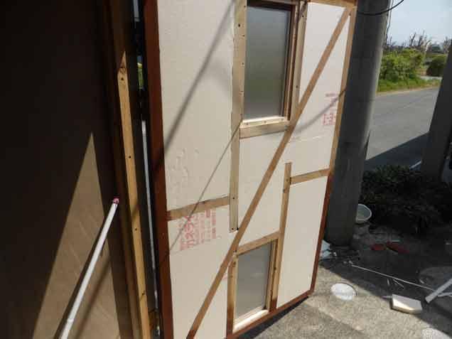 クワガタ小屋のドア