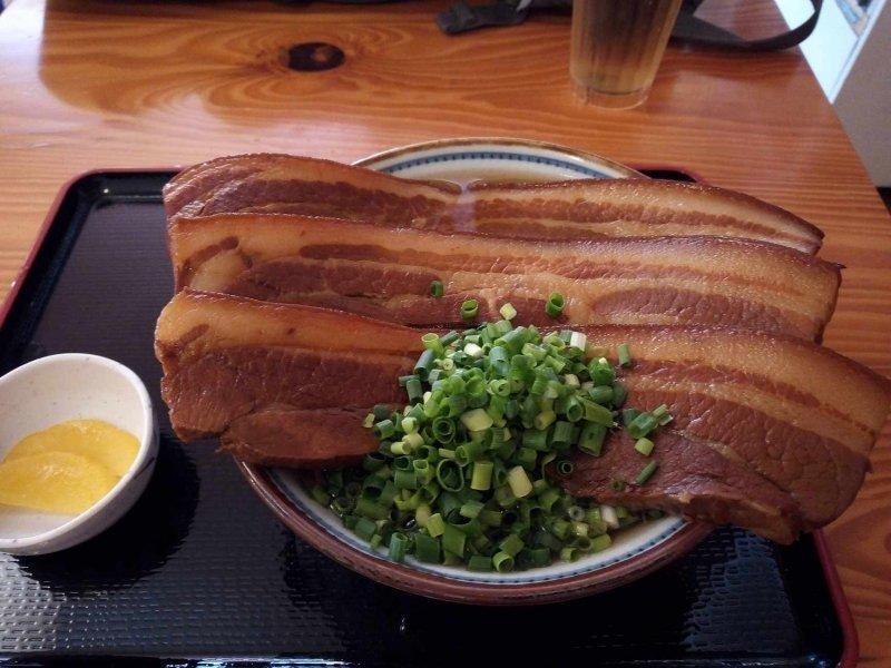 巨大三枚肉沖縄そば